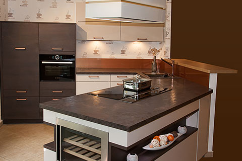 Dann wird der anblick dieser küche für sie ein augenschmaus eine moderne minimalistisch gestaltete küche mit klaren linien die den blick auf das